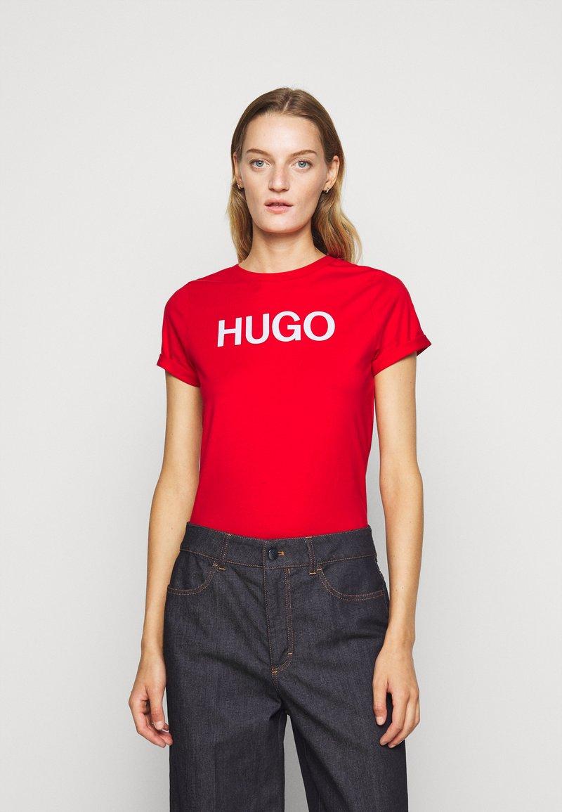 HUGO - THE SLIM TEE - Triko spotiskem - open pink