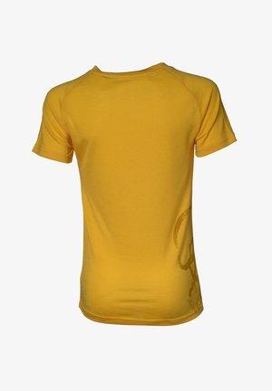 BIG PEAKS - TEENS - T-shirt med print - saffron