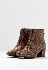 Miss Selfridge Wide Fit - WIDE FIT BRIXTON ZIP BACK SQUARE TOE - Ankle boots - brown - 4