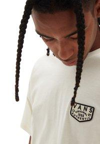 Vans - MN OG PATCH SS - Print T-shirt - beige - 2