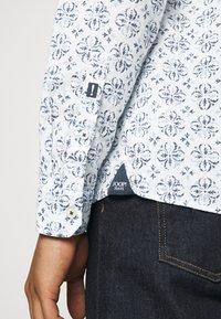 JOOP! Jeans - HELI - Chemise - open white - 5