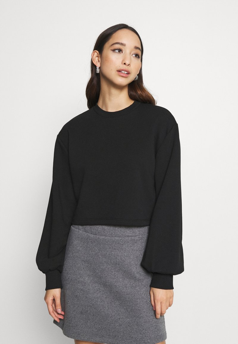 NA-KD - VOLUME SLEEVE CROP - Sweatshirt - black