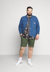 TOM TAILOR MEN PLUS - BERMUDA - Shorts - green - 1