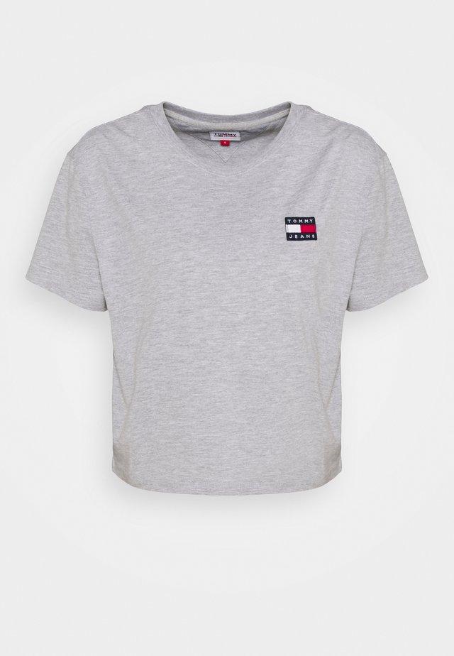 BADGE TEE - T-shirt basic - silver grey heather