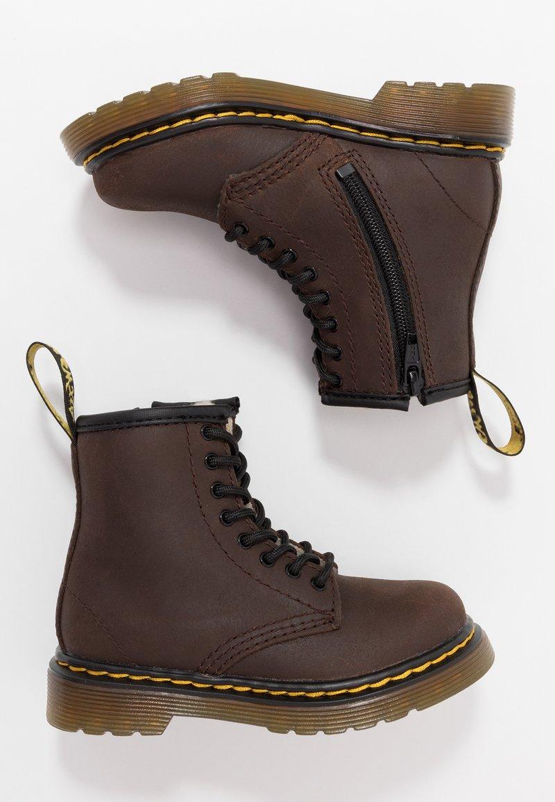Dr. Martens - 1460 SERENA - Bottes de neige - dark brown