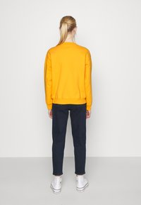 Levi's® - GRAPHIC STANDARD CREW - Sweatshirt - kumquat - 2