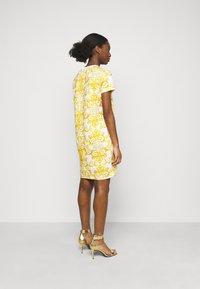 Versace Jeans Couture - LADY DRESS - Žerzejové šaty - optical white - 2