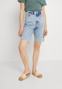 Monki - BEA  - Shorts di jeans - blue dusty light - 0