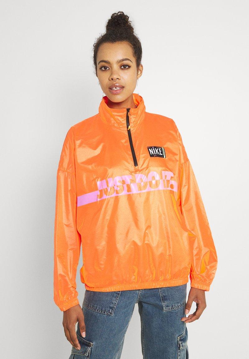 Nike Sportswear - Veste coupe-vent - atomic orange/black