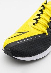 Nike Performance - ZOOM RIVAL FLY 2 - Zapatillas de running neutras - black/opti yellow/white - 5