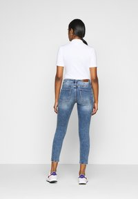 Vero Moda Petite - VMTERESA - Skinny džíny - medium blue denim - 2