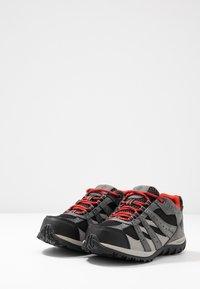 Columbia - YOUTH REDMOND WATERPROOF - Hiking shoes - black - 3