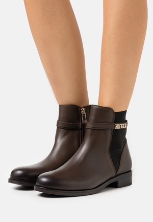 LAINIE - Classic ankle boots - cocoa
