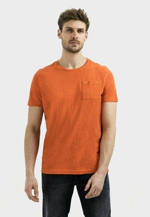 MIT BRUSTTASCHE AUS ORGANIC COTTON - Basic T-shirt - orange