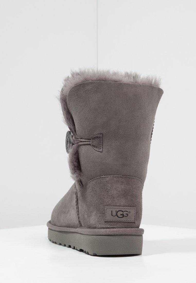 UGG BAILEY BUTTON II Stiefelette grey/grau