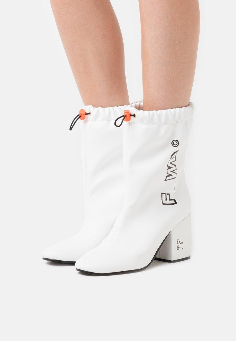 F_WD - Kotníkové boty - white
