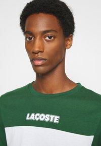 Lacoste - T-shirt print - dark green/dark blue/white - 4