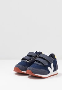 Veja - SMALL NEW ARCADE - Trainers - nautico/white/gold yellow - 3