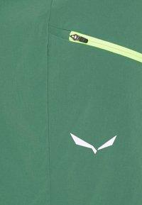 Salewa - PEDROC CARGO SHORTS - Shorts - myrtle - 2
