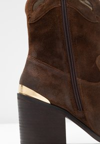Steven New York - STELLAR - Cowboy/biker ankle boot - brown
