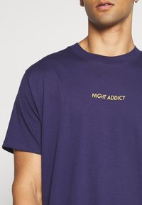 Night Addict - UNISEX PAYNE - Printtipaita - dark blue - 5