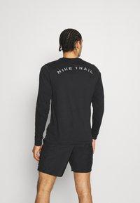 Nike Performance - DRY TEE TRAIL - Camiseta de manga larga - black - 2
