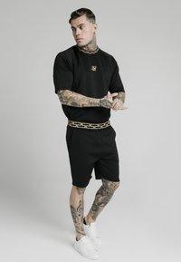 SIKSILK - Shorts - black - 1