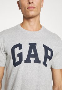 GAP - BASIC LOGO - Print T-shirt - light heather grey - 5