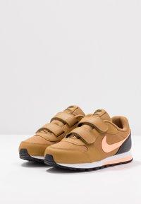 Nike Sportswear - MD RUNNER 2 BPV - Trainers - wheat/orange pulse/black/white - 3