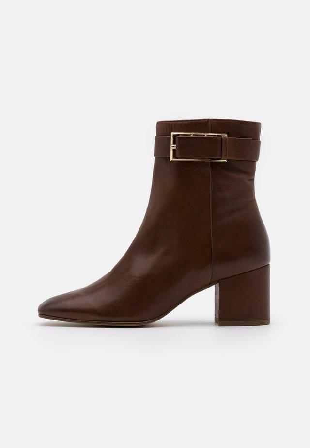Kotníkové boty - nougat
