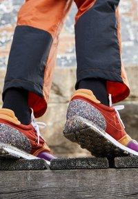 Nike Sportswear - DBREAK-TYPE M2Z2 UNISEX - Trainers - rugged orange/monarch/viotech/team orange/mean green - 2