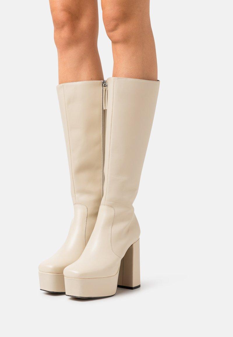 ÁNGEL ALARCÓN - BOOT - Platform boots - ivory temesis/all beige