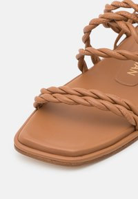 Stuart Weitzman - CALYPSO LACE UP - Sandals - tan - 6