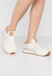 New Balance - WL574 - Sneakers - offwhite - 0