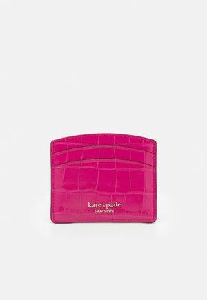 SPENCER CROC EMBOSSED CARD HOLDER - Business card holder - festive pink