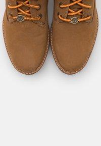 Timberland - COURMAYEUR VALLEY BOOT - Plateaustiefelette - medium brown - 5