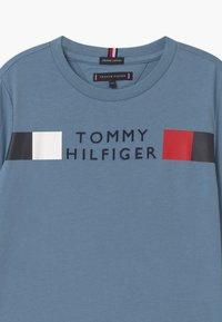 Tommy Hilfiger - GLOBAL STRIPE TEE - Longsleeve - blue - 2