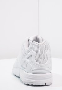 adidas Originals - ZX FLUX - Trainers - weiß - 3