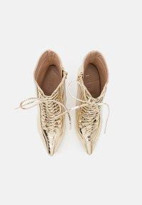 BEBO - SAVIOUR - Kotníková obuv na vysokém podpatku - gold - 5