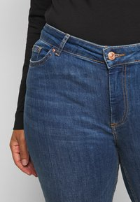 Pieces Curve - PCDELLY - Jeans Skinny Fit - medium blue denim - 4