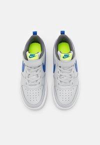 Nike Sportswear - COURT BOROUGH 2 UNISEX - Zapatillas - grey fog/game royal/iron grey/volt - 3