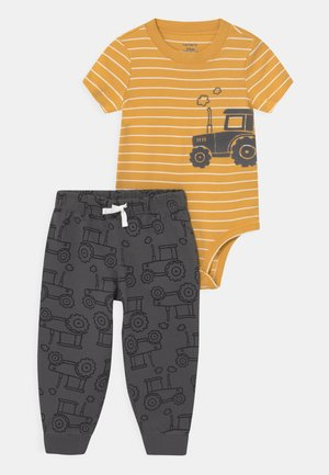 TRACTOR SET - Print T-shirt - yellow