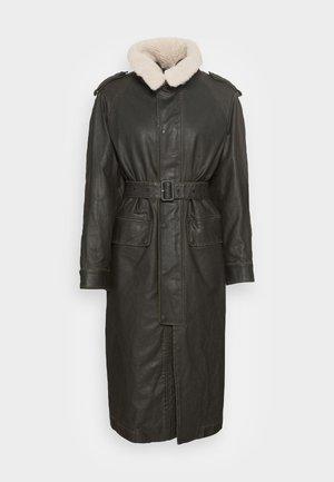 TACCY - Klasický kabát - black