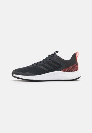 FLUIDSTREET - Chaussures d'entraînement et de fitness - carbon/core black/solar red