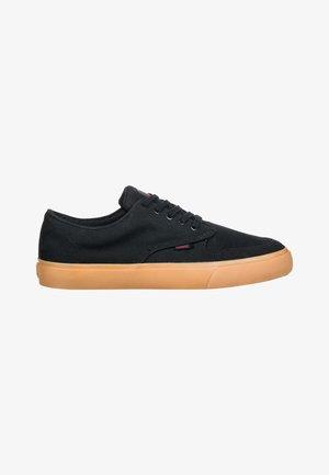TOPAZ C3 - Sneakers laag - black gum red