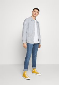 Dedicated - SALA THIN STRIPES - Shirt - blue - 1