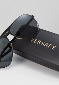 Versace - Sonnenbrille - black/grey - 2