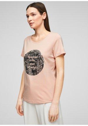 MIT FRONTPRINT - Print T-shirt - apricot