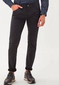 BRAX - STYLE CHUCK - Jeans Slim Fit - asphalt - 0