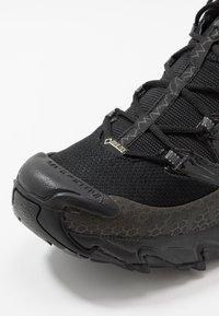 La Sportiva - ULTRA RAPTOR GTX - Trail running shoes - black - 5